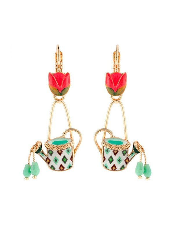 Named for The Dutch, Les Hollandaises features a delightful colour palette of rich crimson and fluoro pink, with mint green set in gold coloured metal. Tulips and patterned watering cans are the feature of this traditional Taratata design.
