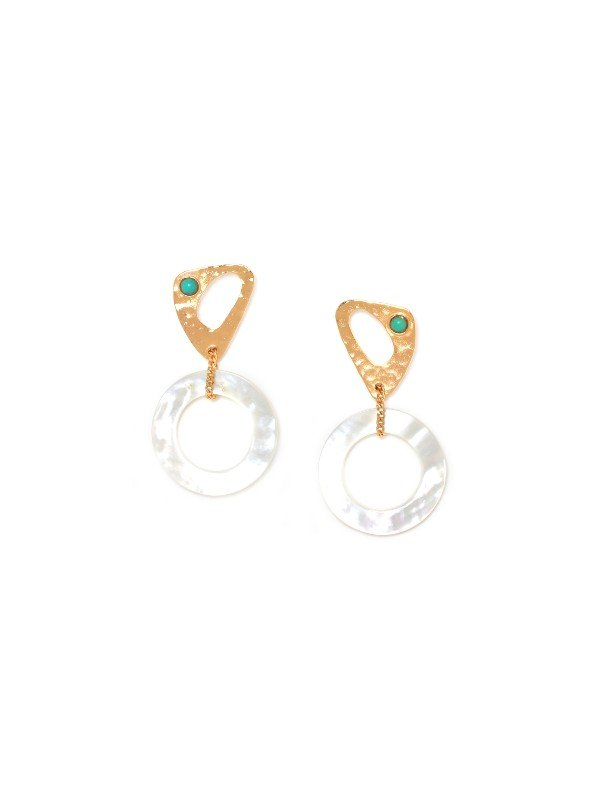 Franck Herval's Ines Collection jewellery is adorned with Mother of Pearl, howlite and pearl. These earrings have a contemporary shaped hoop in gold colour metal set above the more traditional mother of pearl circular hoops, co-joined with fine metal chain.