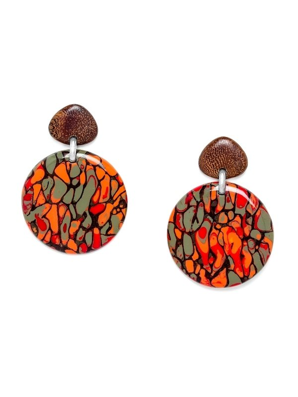 Intriguing, Wild and Powerful! The strength of Nature Bijoux' Amazonia Collection lies in the structure of old tree termite nests. A fragile and wonderful element that is enhanced with three different coloured resins in every design. When polished, the result is random and unique to each piece. The natural elements of this collection are Oak and Termite Nest and matched with silver coloured metal. Nature Bijoux jewellery is guaranteed nickel and lead free.