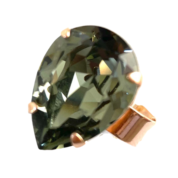Dress ring with stunning teardrop shaped crystal in opaque charcoal. Set on a rose gold adjustable band.