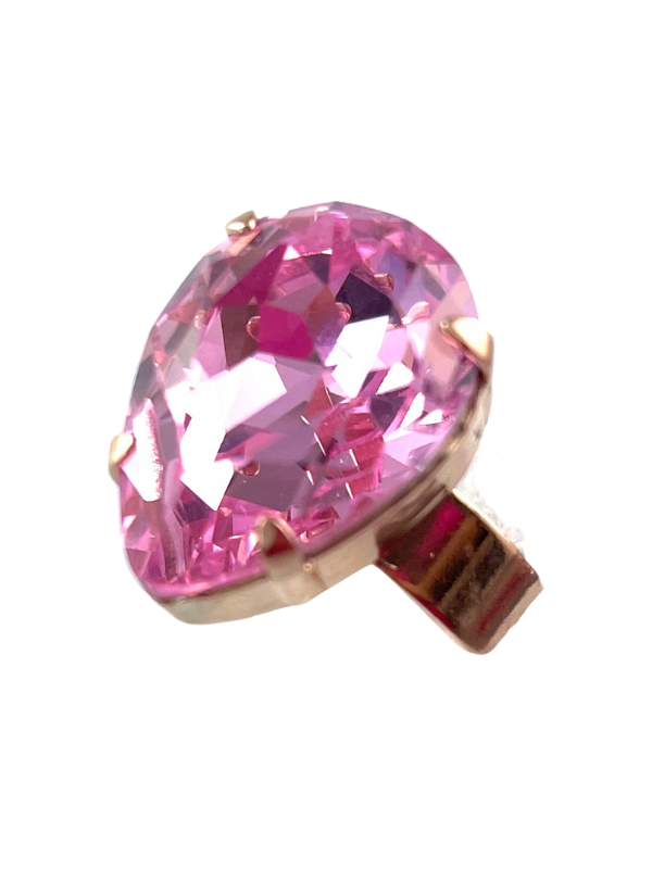 Dress ring with stunning teardrop shaped crystal in pretty pale pink. Set on a rose gold adjustable band.