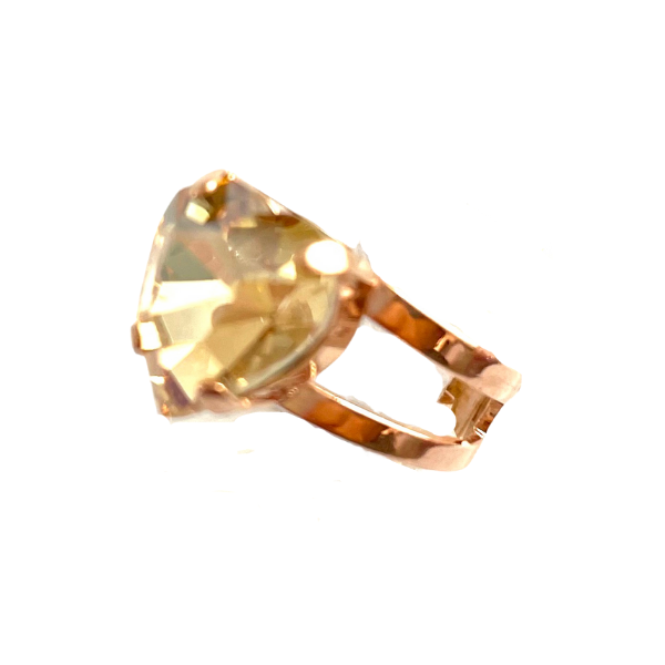 A quaint, medium size ring from Mariana. Designed with a heart shaped crystal, champagne in colour. Adjustable band using rose gold plated metal.