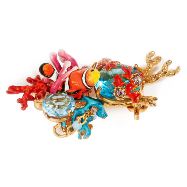 The Out at Sea collection is a marine-themed collection featuring the beautiful sea creatures of the atolls, such as this brooch, with its colourful clown fish surrounded by red and blue coral, which conceals two bright blue crystals. Discover all the costume jewellery brooches of La Maison Les Néréides.
